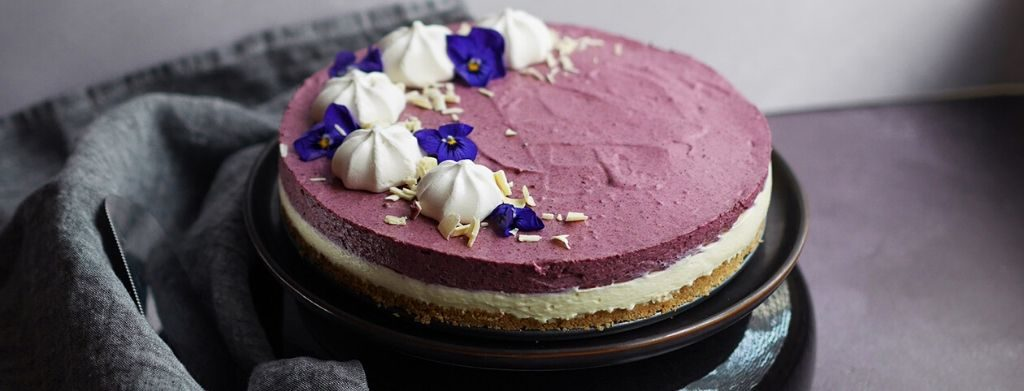 terveellisempi kakku mustaherukka-valkosuklaajuustokakku