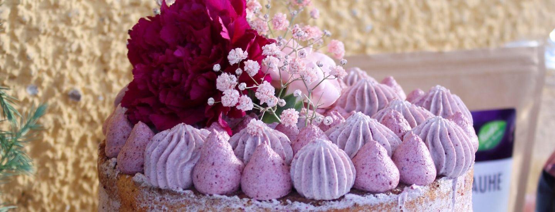 Täytekakkun koristelu kukilla